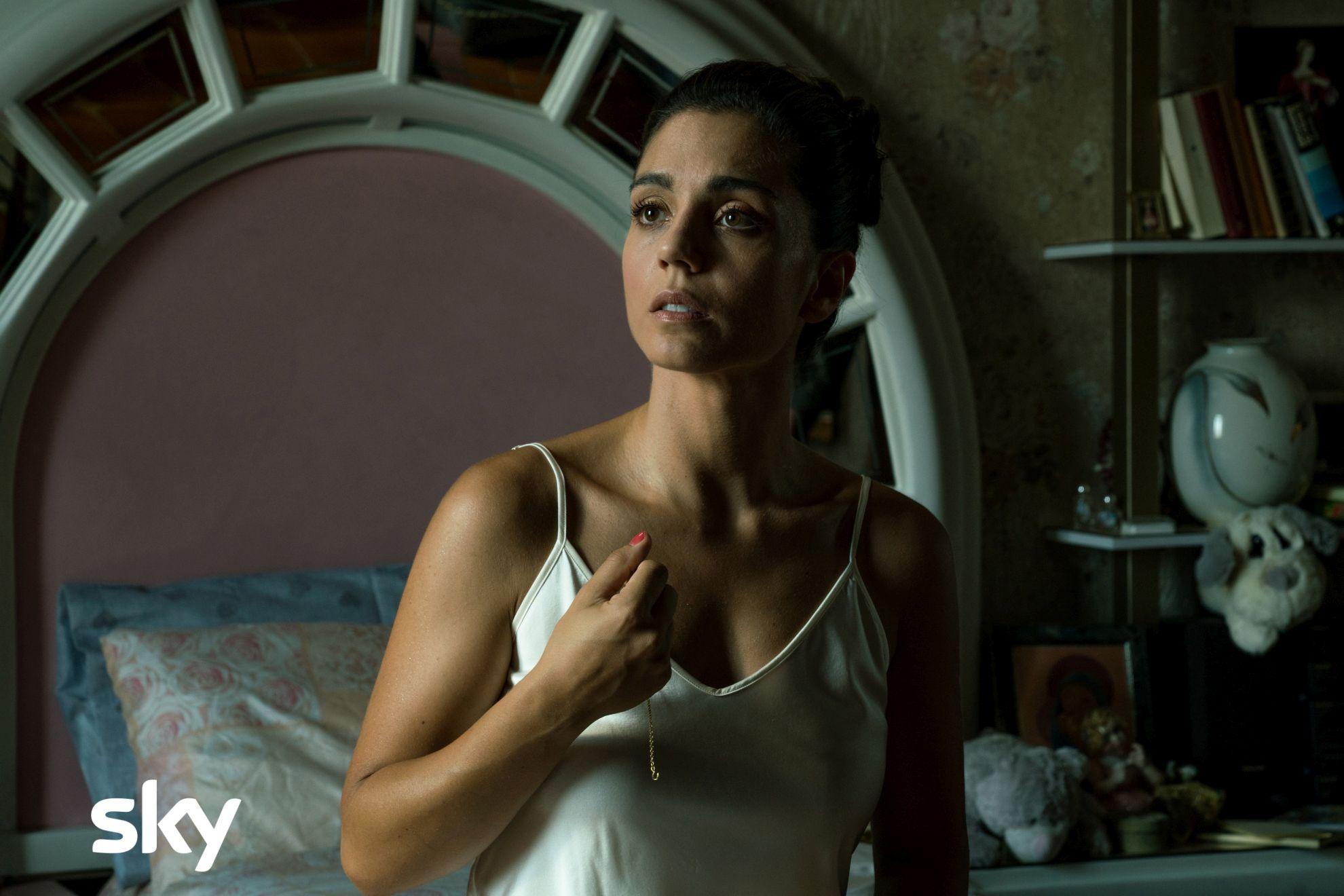 Gomorra - La Serie: Cristiana Dell'Anna in una scena dell'ottavo episodio della quarta stagione