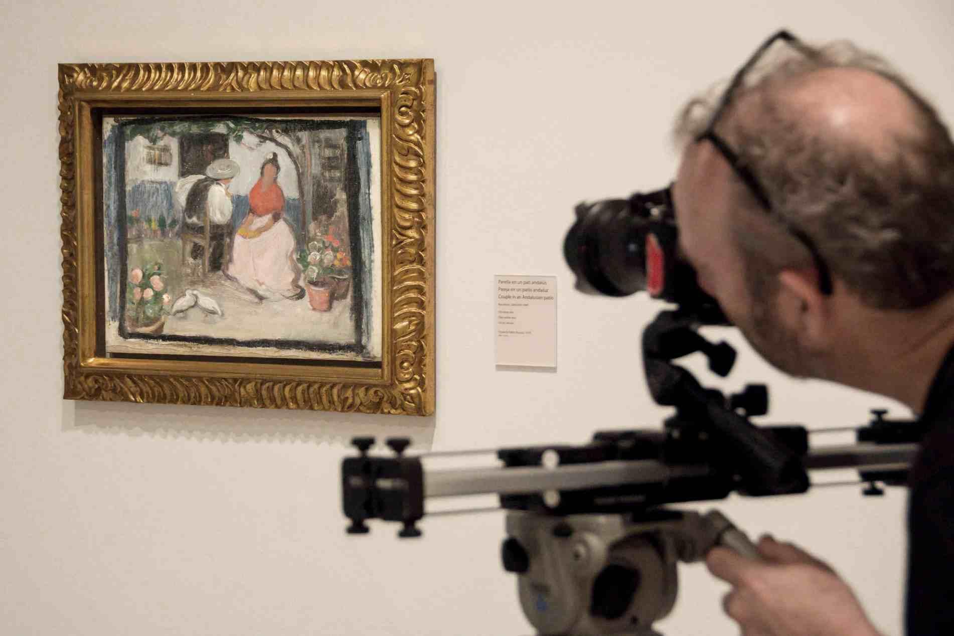 Il giovane Picasso: una delle opere del celebre pittore mentre viene ripresa