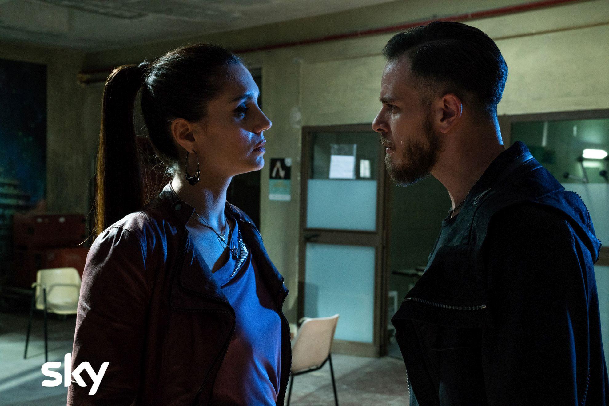 Gomorra La Serie: Cristiana Dell'Anna e Arturo Muselli durante una scena del nono episodio della quarta stagione