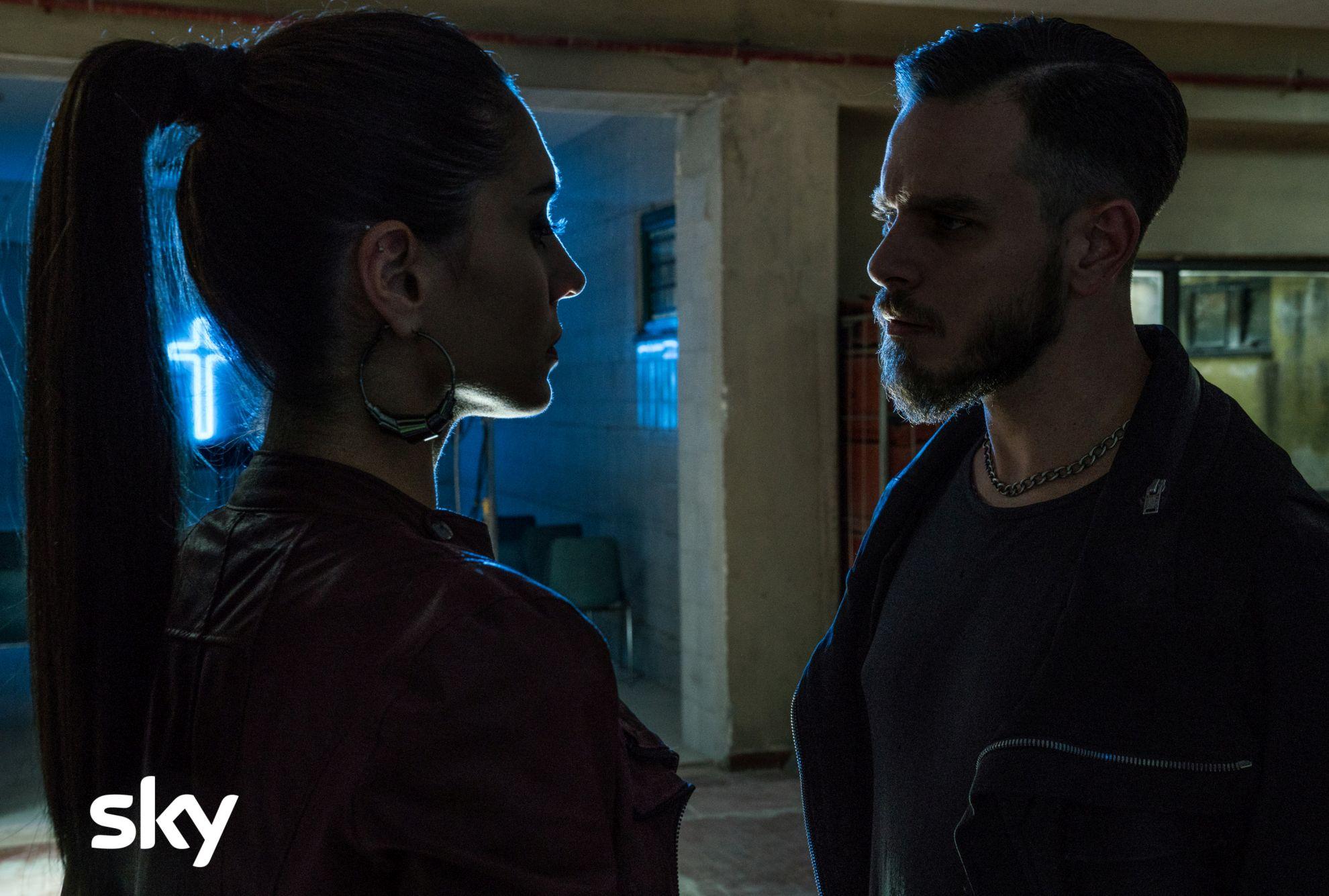 Gomorra La Serie: Arturo Muselli e Cristiana Dell'Anna in una scena del nono episodio della quarta stagione