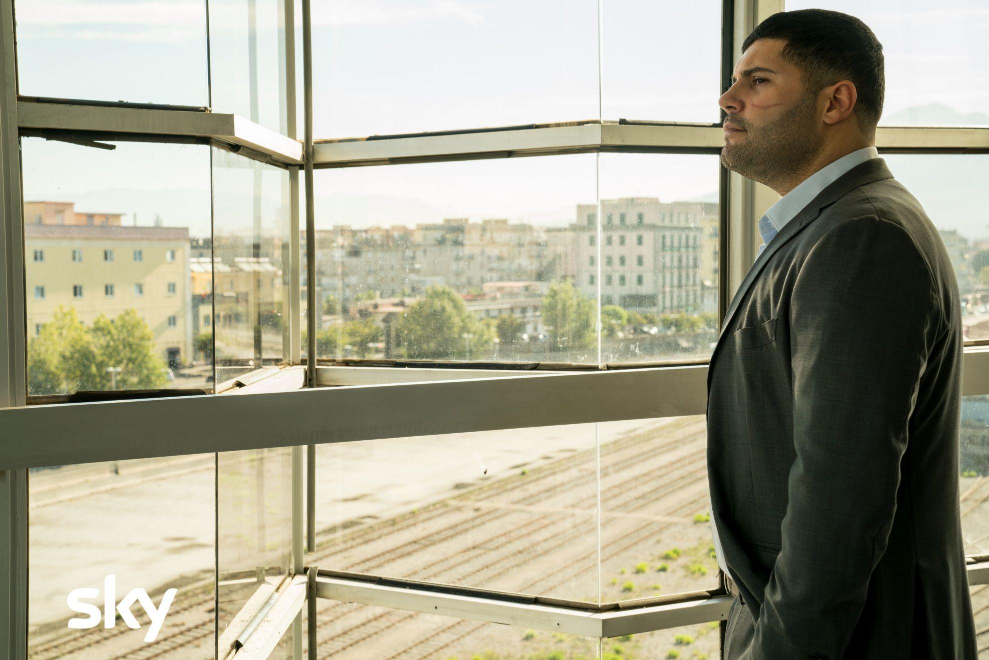 Gomorra La Serie: Salvatore Esposito in una scena del nono episodio della quarta stagione