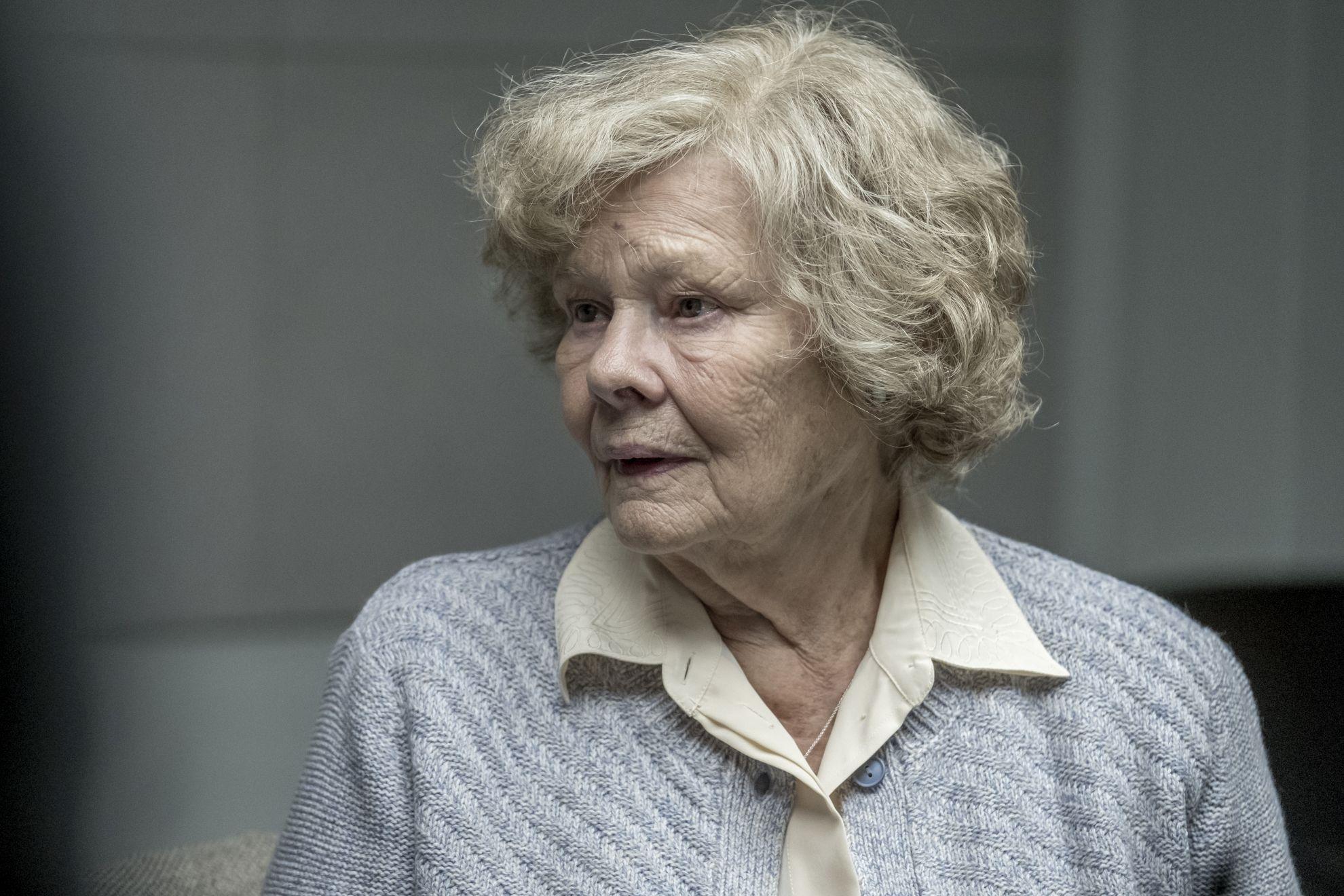 Red Joan: Judi Dench in una scena