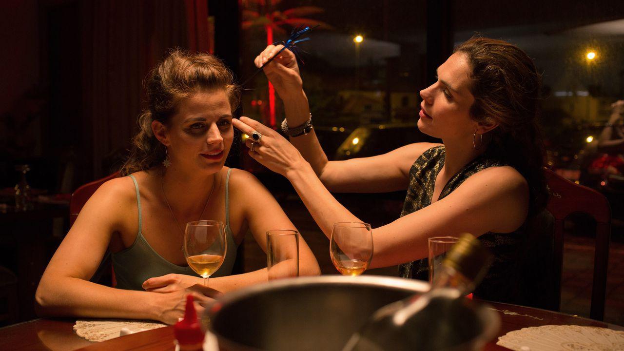 Undercover: Anna Drijver, Elise Schaap in una scena