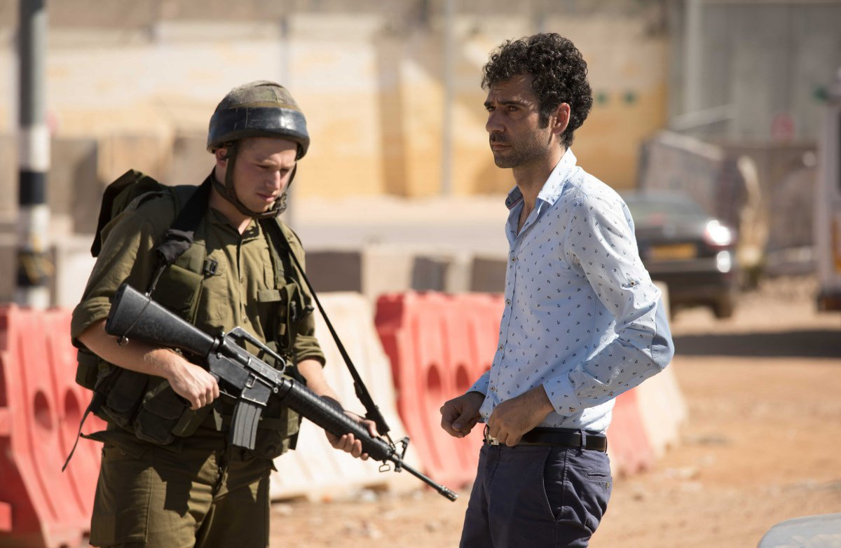 Tutti pazzi a Tel Aviv: Kais Nashif in un momento del film