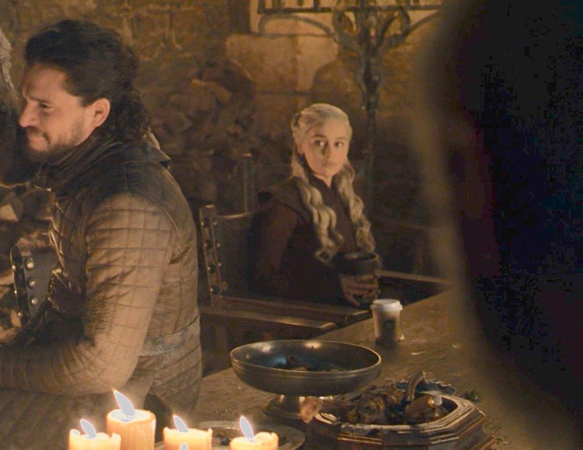 Il trono di spade 8x04: Emilia Clarke e una tazza di Starbucks