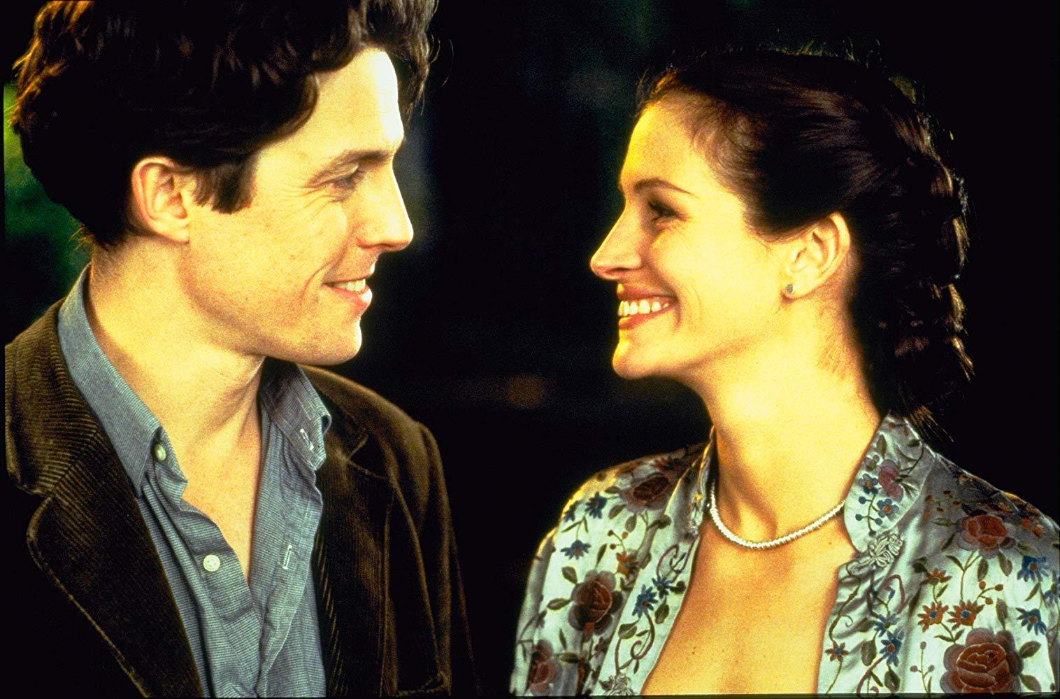 Notting Hill: Hugh Grant con Julia Roberts in una scena del film