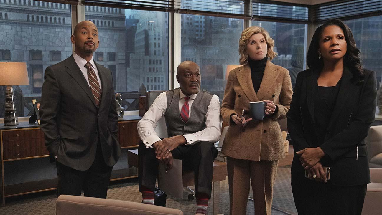 The Good Fight: Christine Baranski, Delroy Lindo, Michael Boatman, Audra McDonald in una scena della terza stagione