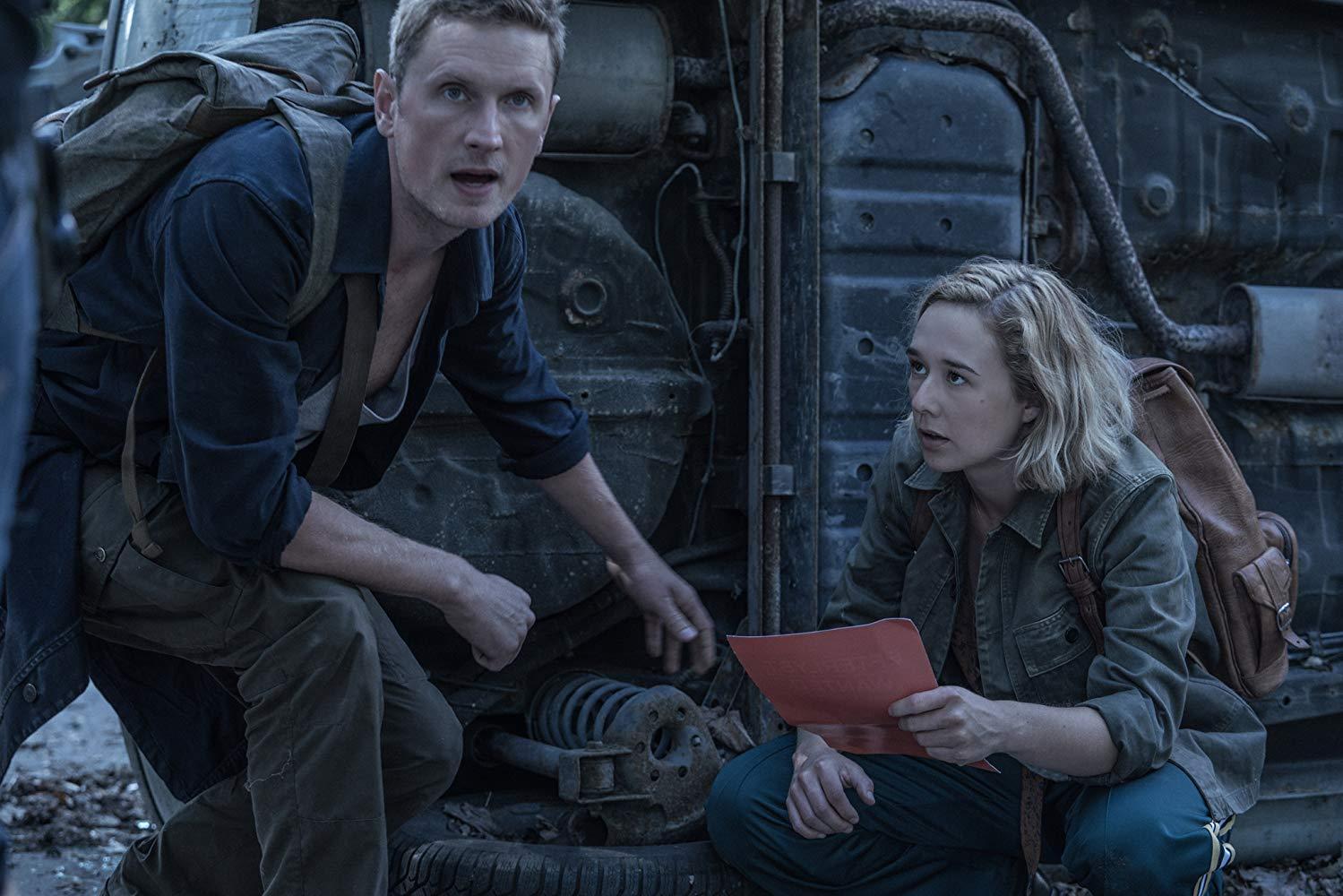 The Rain: Alba August, Mikkel Boe Følsgaard in una scena della seconda stagione