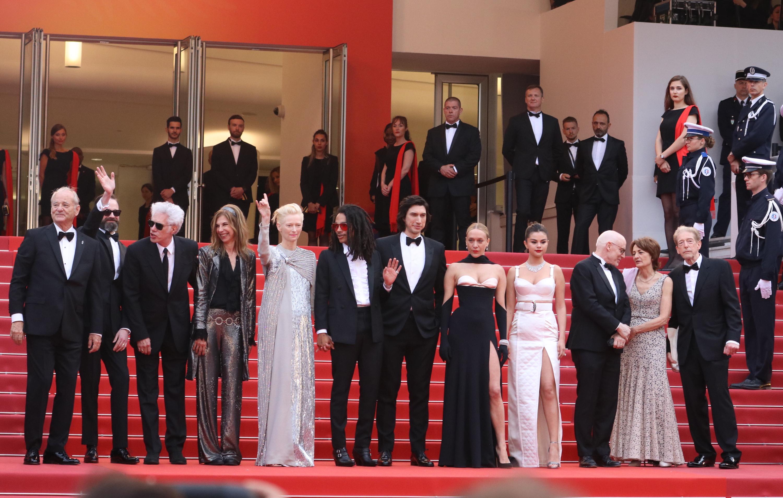 Cannes 2019: il cast de I morti non muoiono sulla scalinata del red carpet di apertura