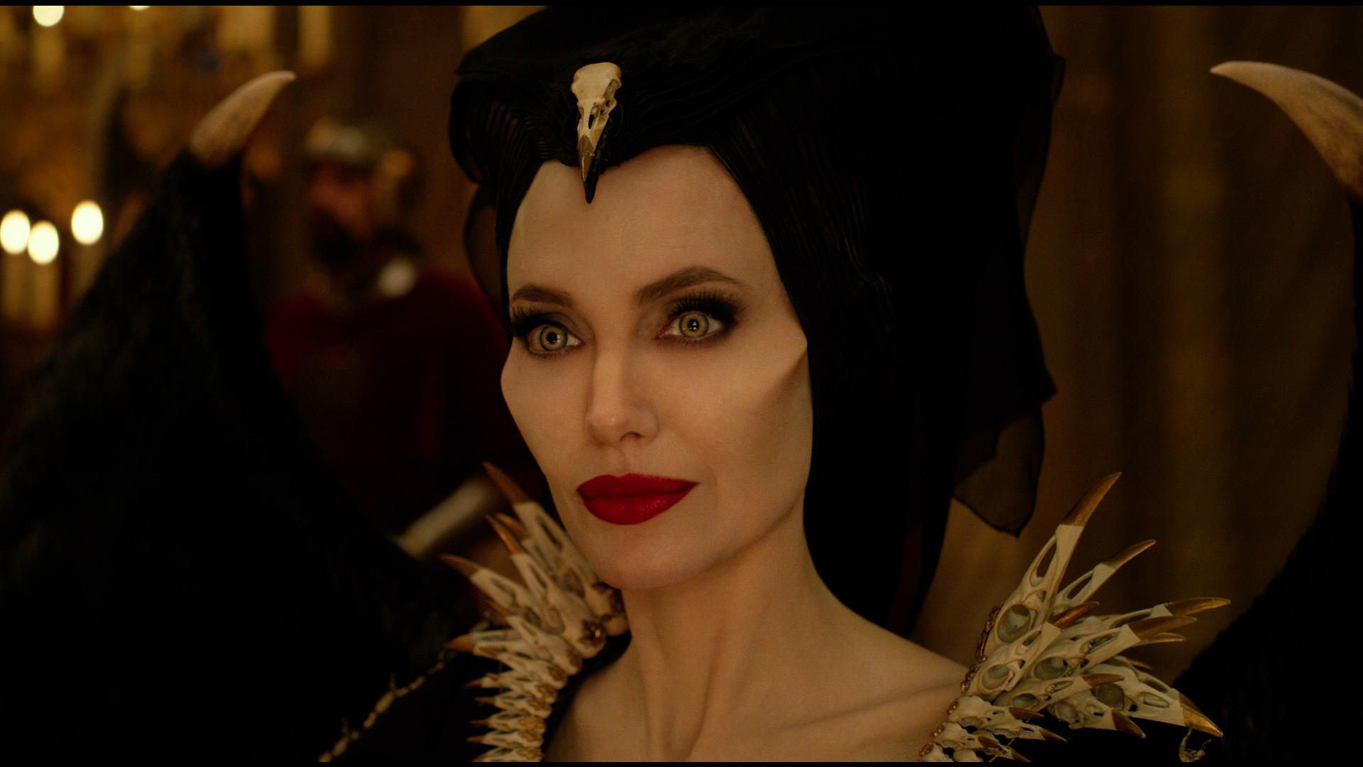 Maleficent: Signora del Male, un primo piano di Angelina Jolie in scena del film