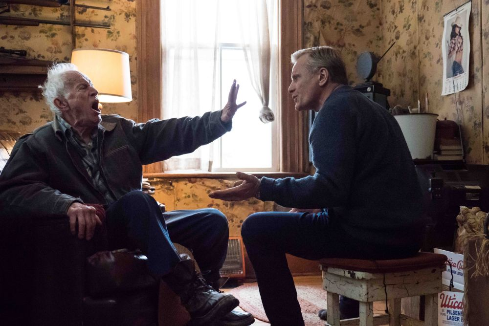 Falling: Lance Henriksen e viggo Mortensen a confronto