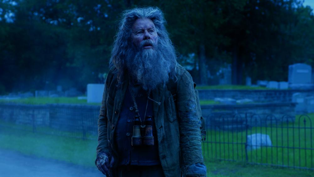 I morti non muoiono: Tom Waits in una scena del film