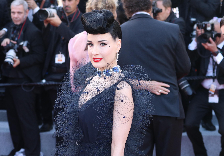 Cannes 2019: Dita von Teese sul red carpet di Rocketman