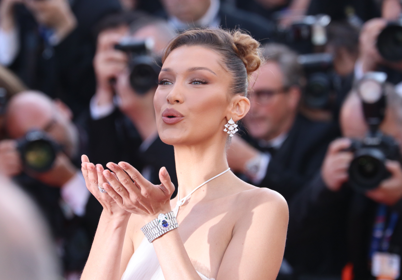 Cannes 2019: una foto di Bella Hadid sul red carpet di Rocketman