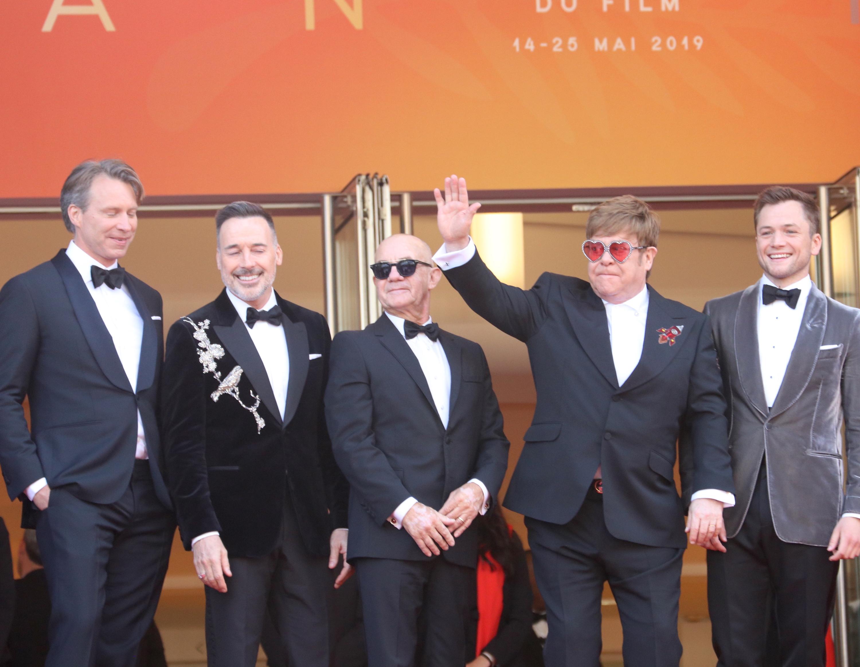 Cannes 2019: Elton John saluta i fan sul red carpet di Rocketman