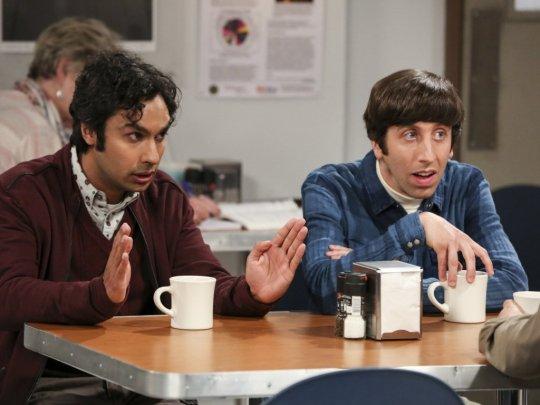 The Big Bang Theory: Simon Helberg e Kunal Nayyar in una scena del finale di serie
