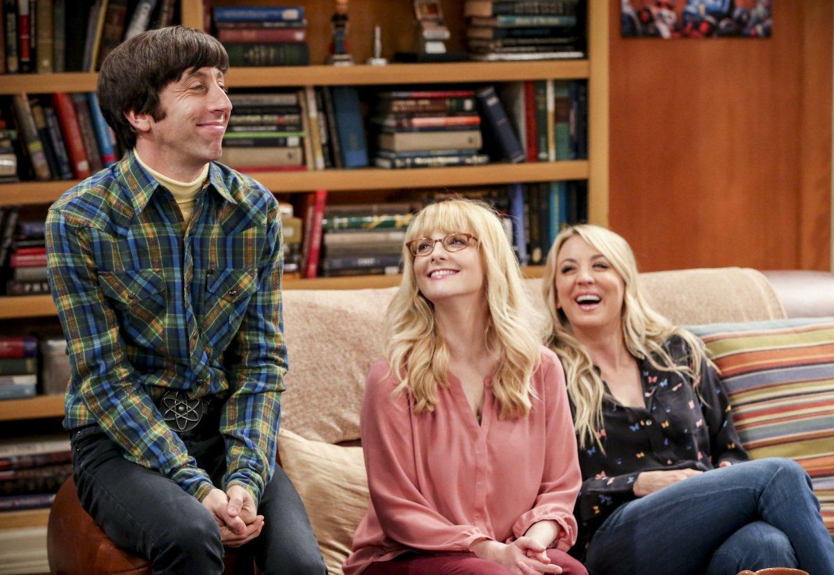 The Big Bang Theory: Kaley Cuoco, Simon Helberg e Melissa Rauch in  una scena del finale di serie