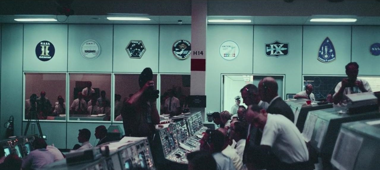 Apollo 11: la sala di controllo missione in una scena del documentario