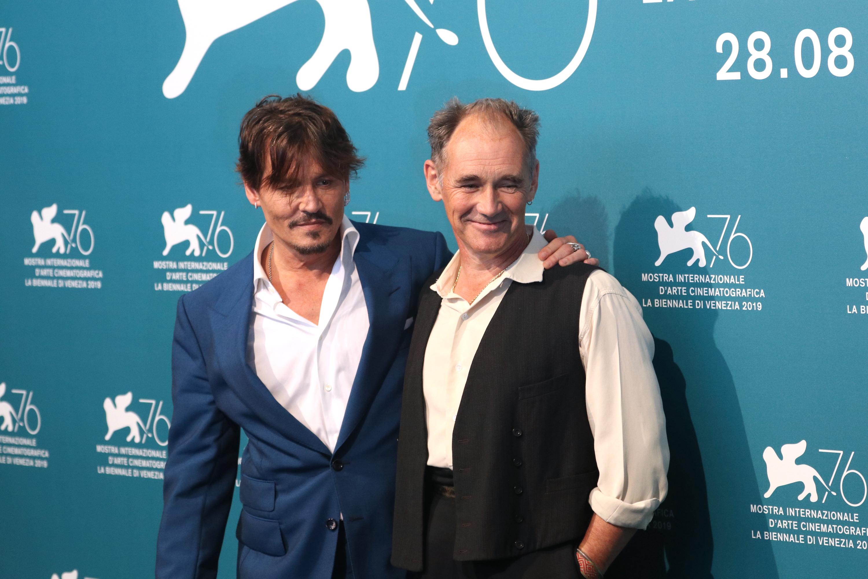 Venezia 2019: Johnny Depp e Mark Rylance al photocall di Waiting for the Barbarians