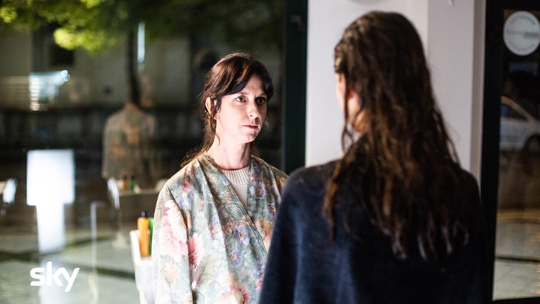 Mollami: Martina Gatti e Caterina Guzzanti in una scena del film Sky Original