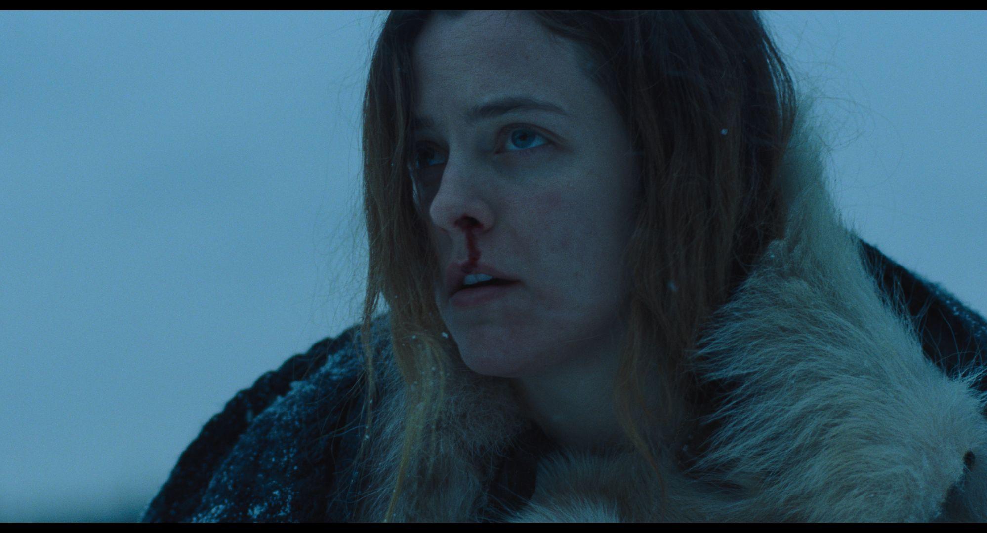 The Lodge: Riley Keough in una scena del film