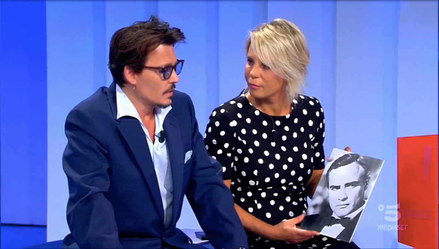 Johnny Depp accanto a Maria De Filippi a C'è posta per te