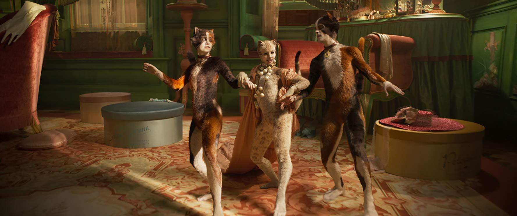 Cats: Naoimh Morgan, Francesca Hayward, Danny Collins in una scena del film