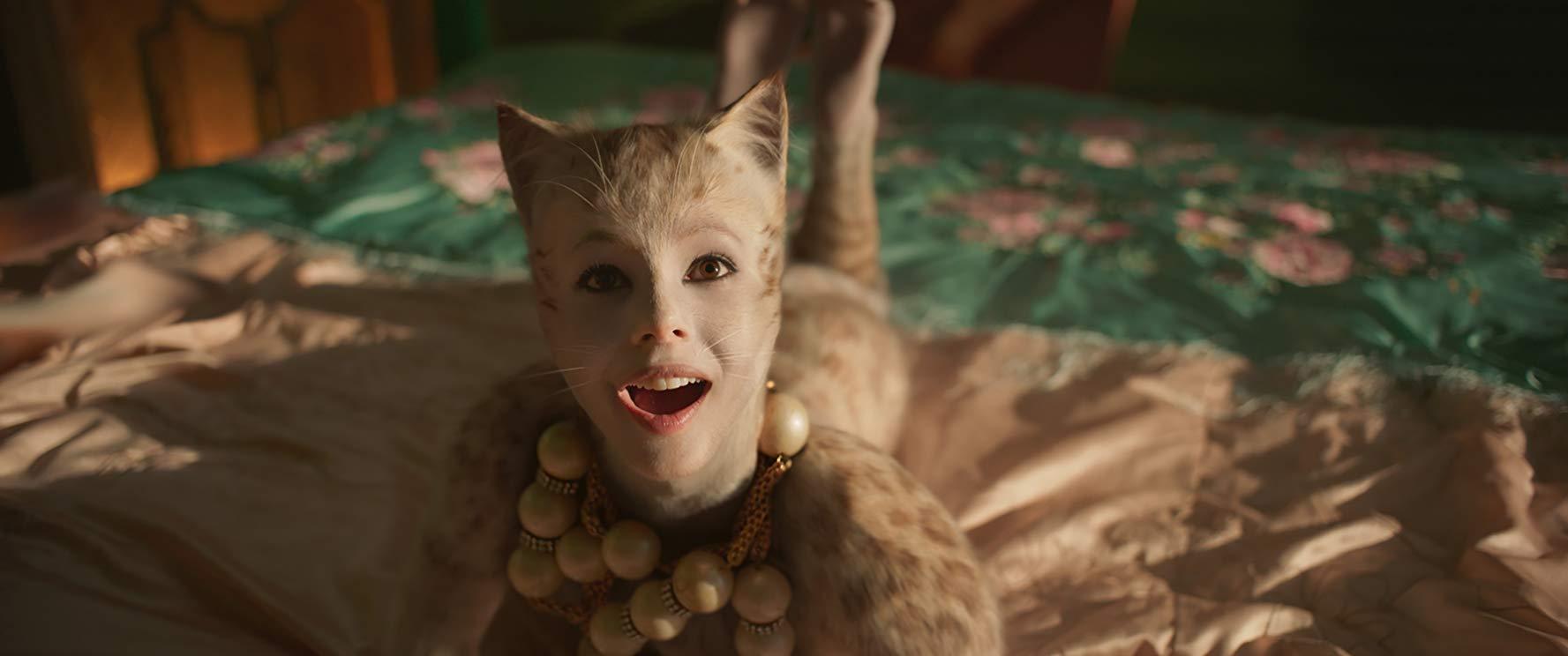 Cats: Francesca Hayward in una scena del film