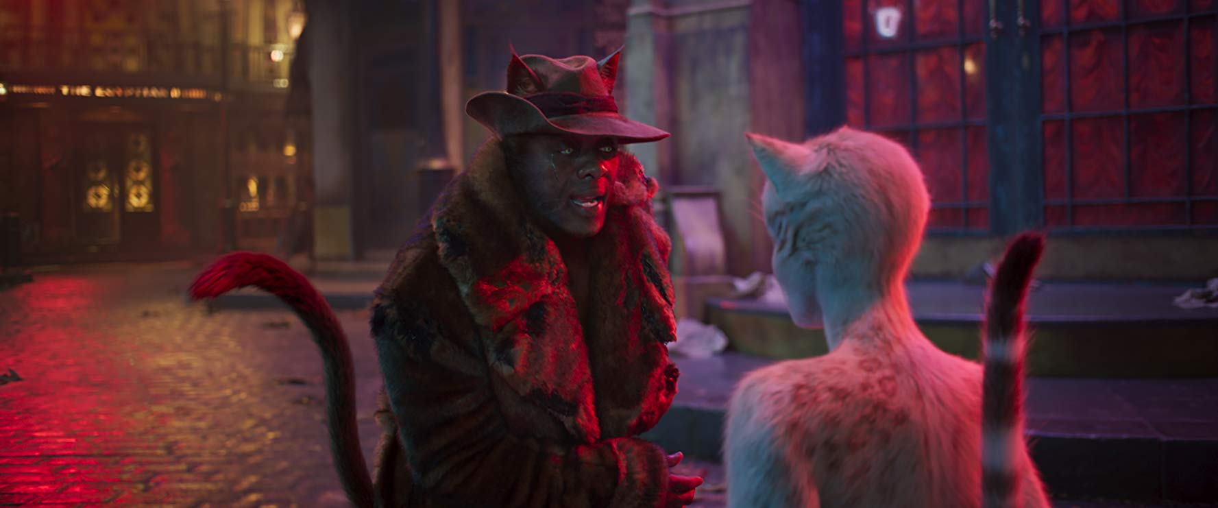 Cats: Idris Elba, Francesca Hayward in una scena del film