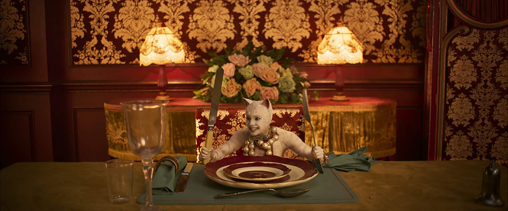 Cats: Francesca Hayward durante una scena del film
