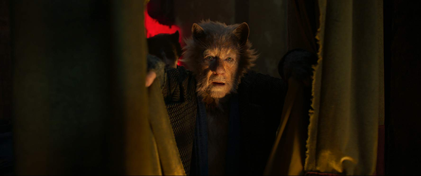 Cats: Ian McKellen in una scena del film