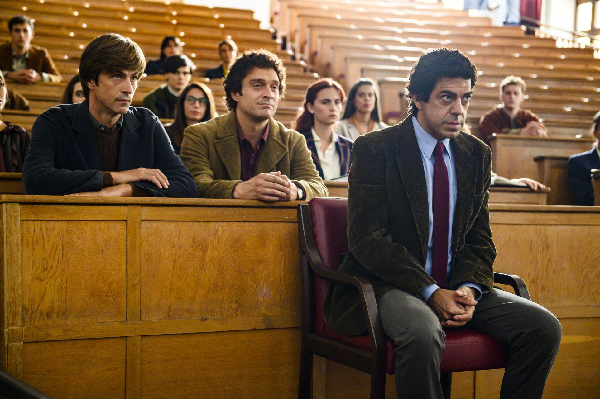 Gli anni più belli: Claudio Santamaria, Pierfrancesco Favino, Kim Rossi Stuart in una scena del film