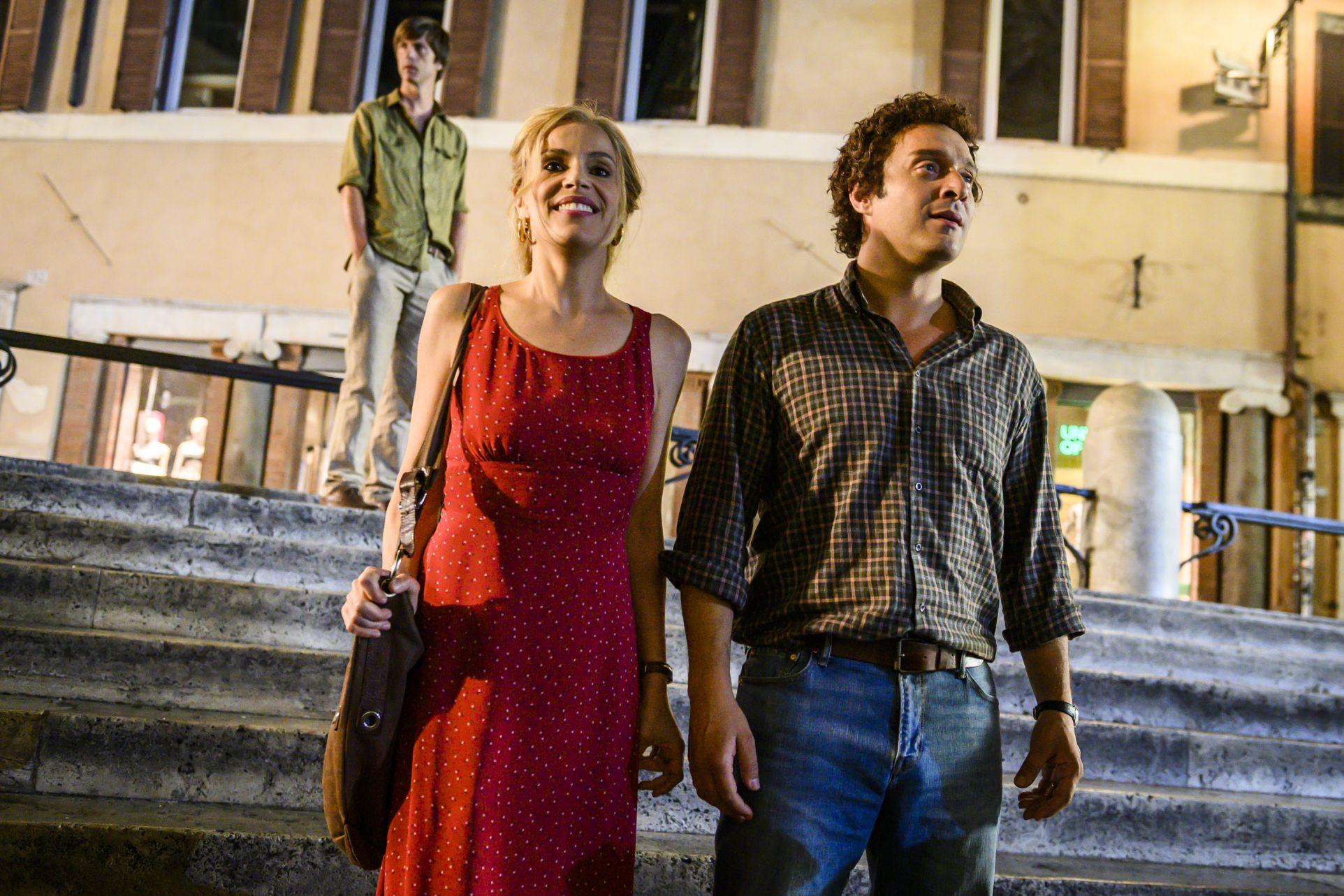Gli anni più belli: Claudio Santamaria e Micaela Ramazzotti in una scena del film