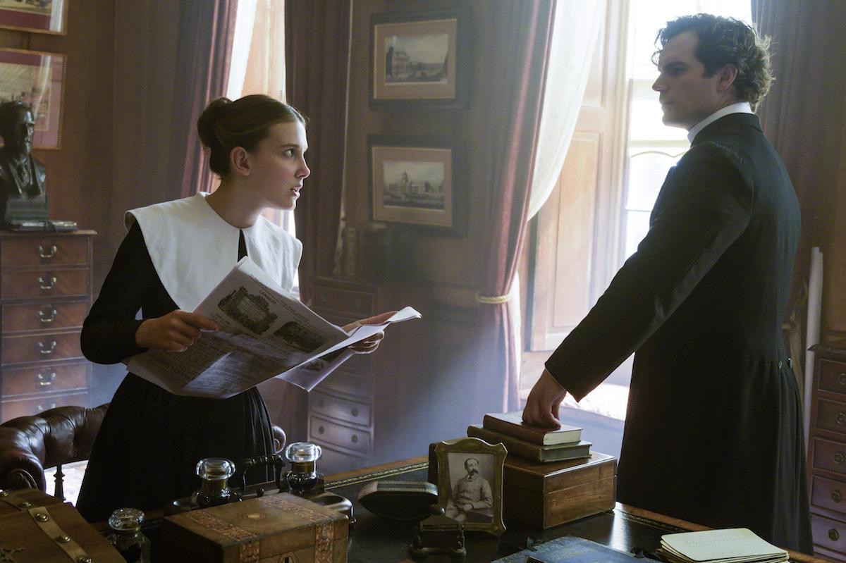 Enola Holmes: una scena con Millie Bobby Brown e Henry Cavill