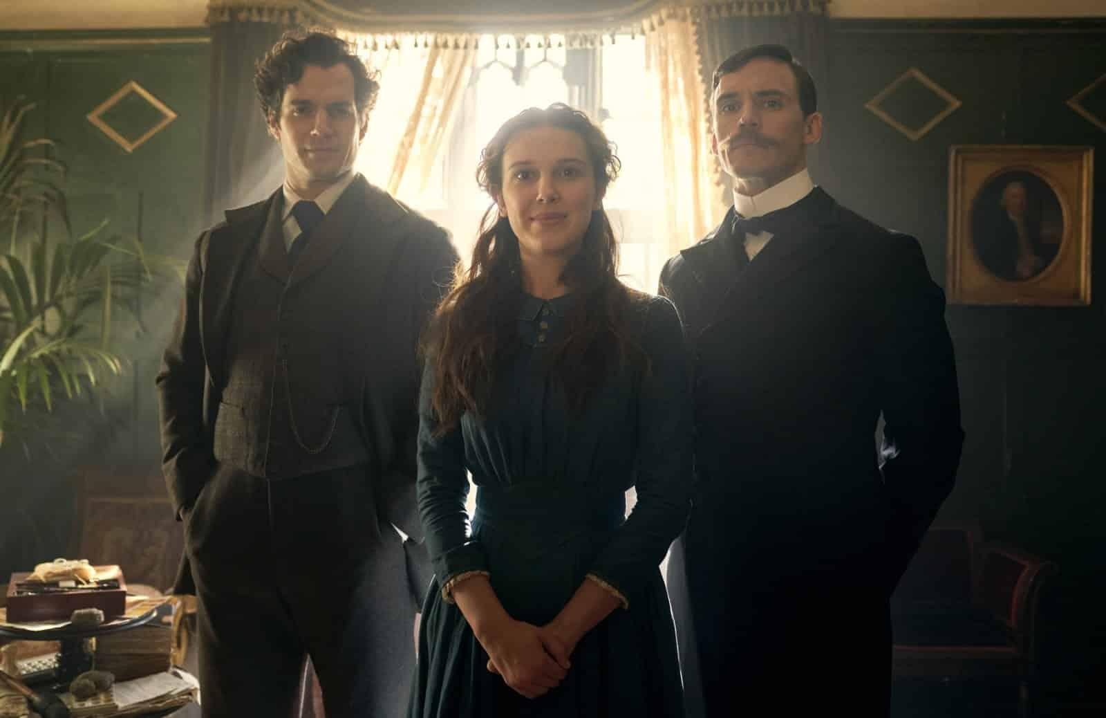 Enola Holmes: Millie Bobby Brown, Sam Claflin e Henry Cavill in una foto promozionale