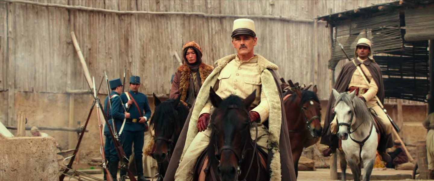Waiting for the Barbarians: Mark Rylance in un momento del film