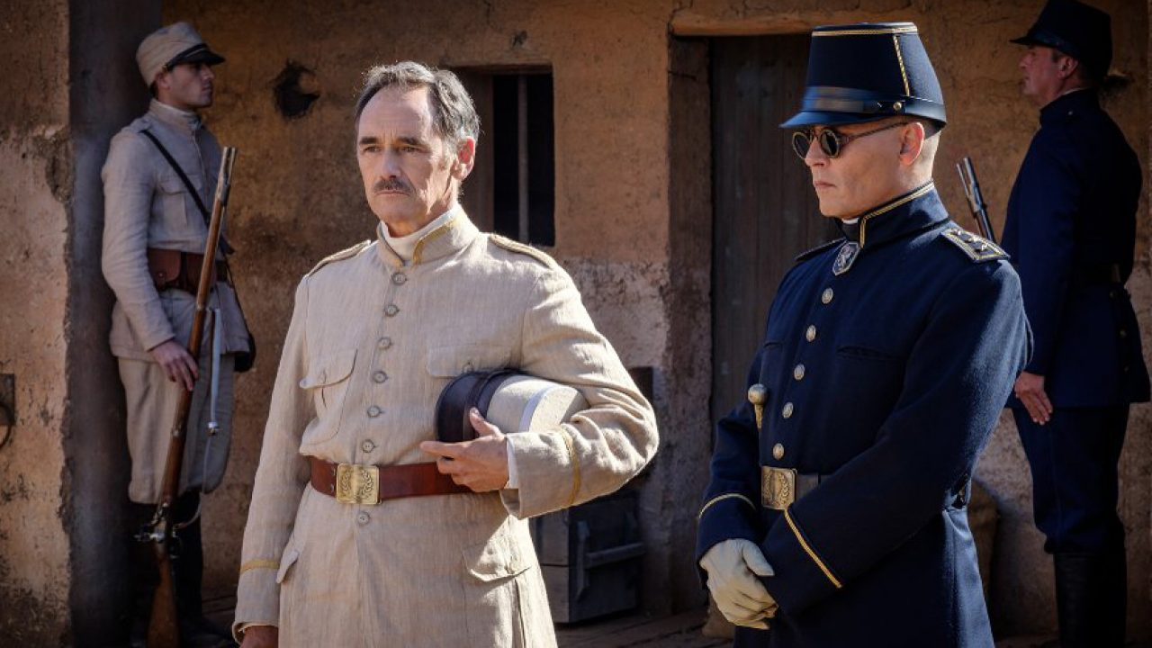 Waiting for the Barbarians: Johnny Depp e Mark Rylance in una scena