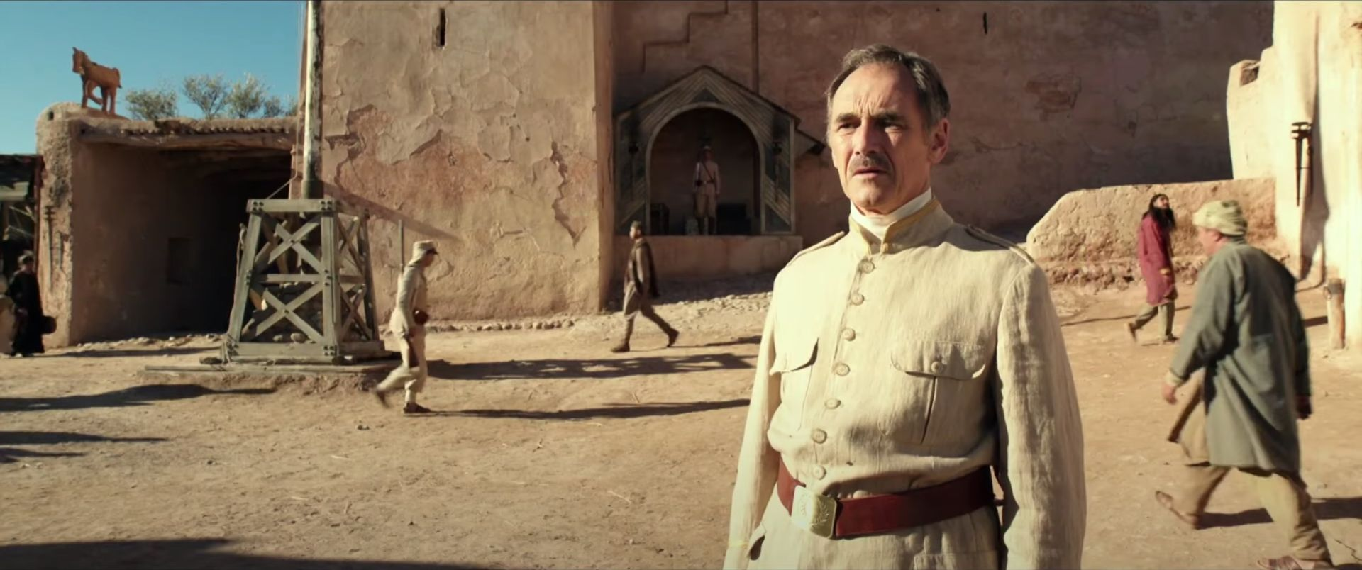 Waiting for the Barbarians: Mark Rylance in una scena