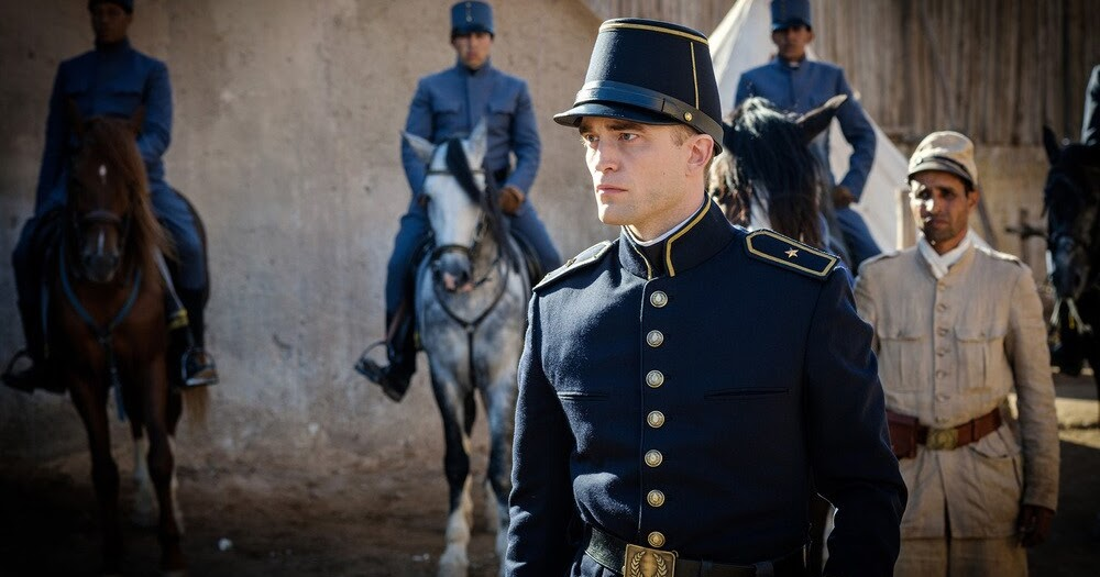 Waiting for the Barbarians: Robert Pattinson in una sequenza