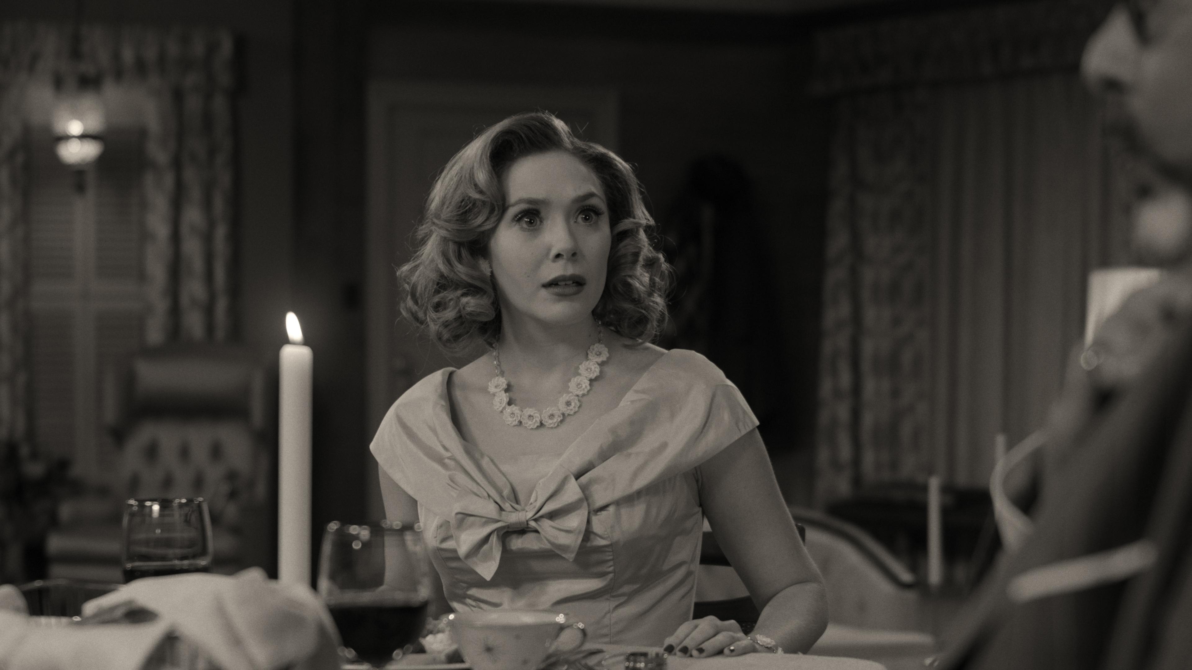 WandaVision: Elizabeth Olsen in una scena