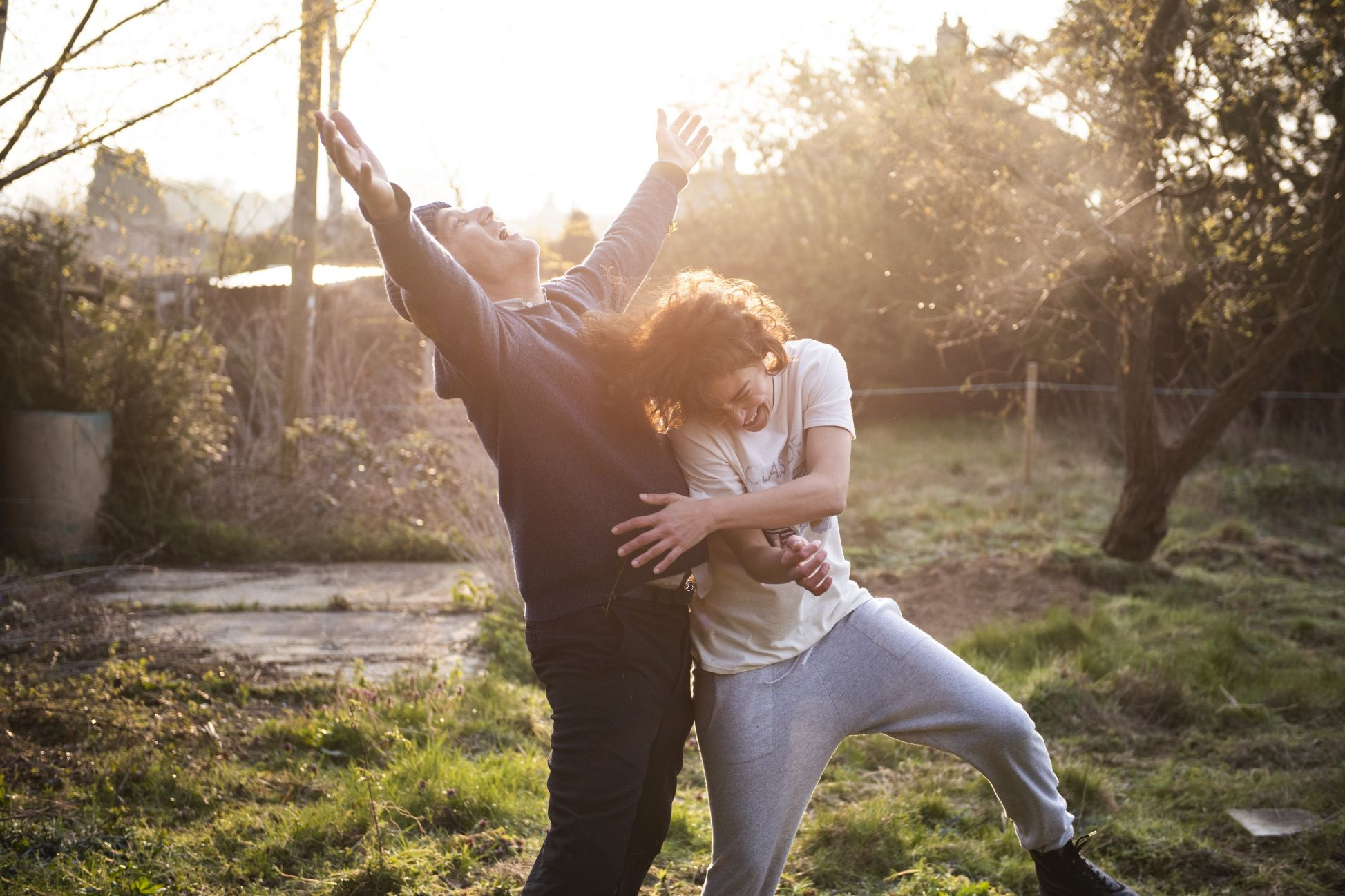 Guida romantica a posti perduti: Clive Owen con Jasmin Trinca in una scena del film
