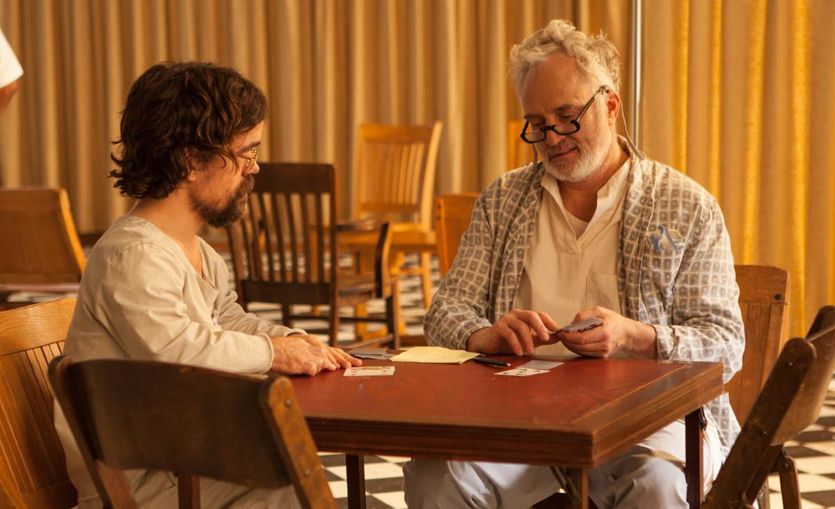 State of Mind (Three Christs): Peter Dinklage e Bradley Whitford in una scena