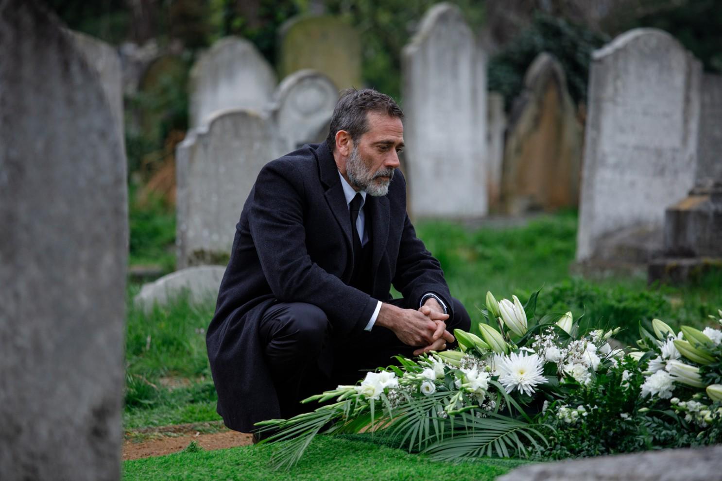 The Postcard Killings: Jeffrey Dean Morgan durante una scena del film