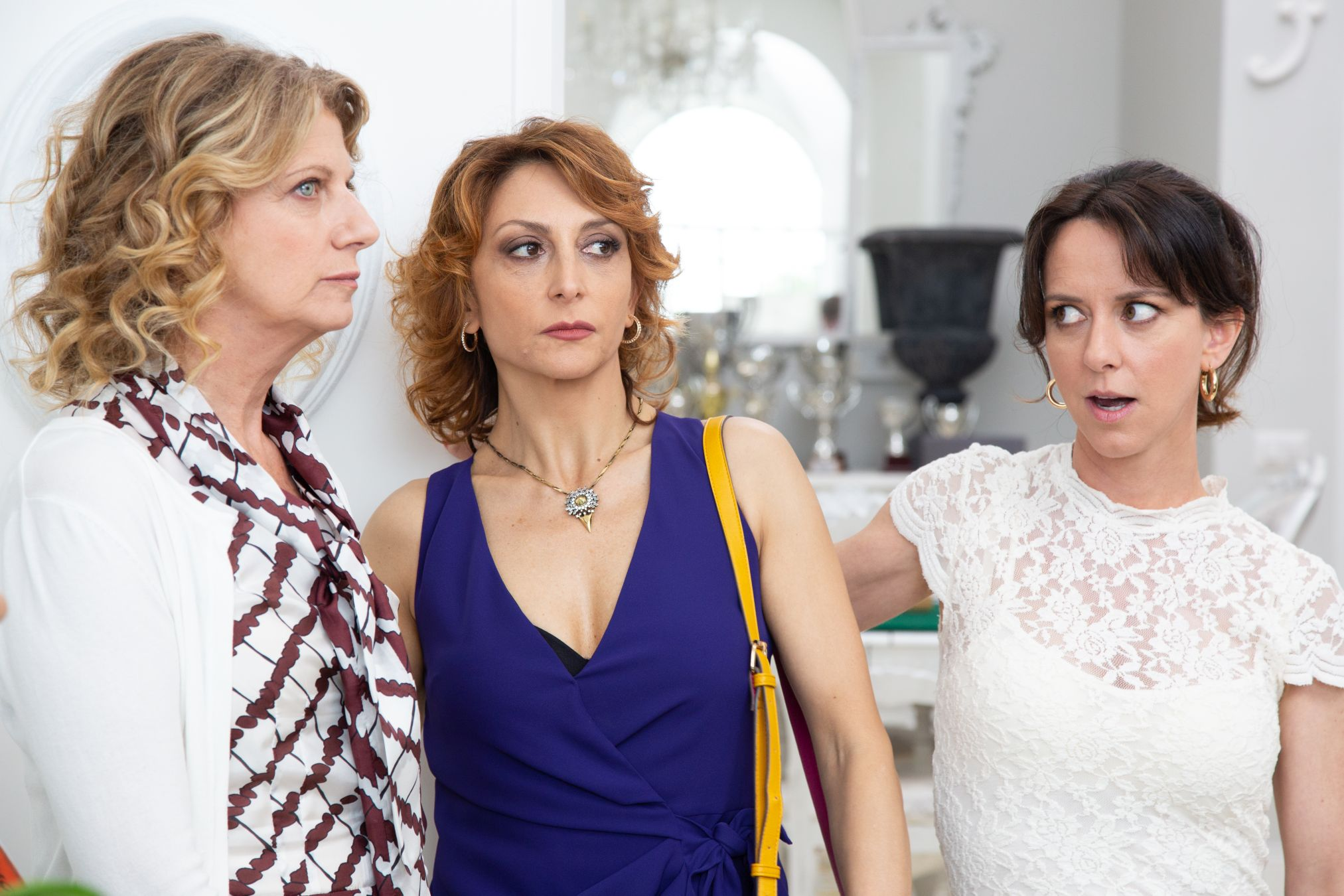 Burraco Fatale: Angela Finocchiaro, Paola Minaccioni e Caterina Guzzanti in  una scena del film
