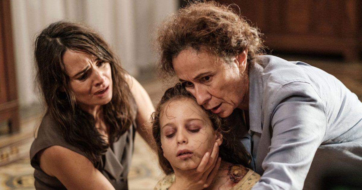 Il legame: Mia Maestro, Mariella Lo Sardo e Giulia Patrignani in   una scena del film