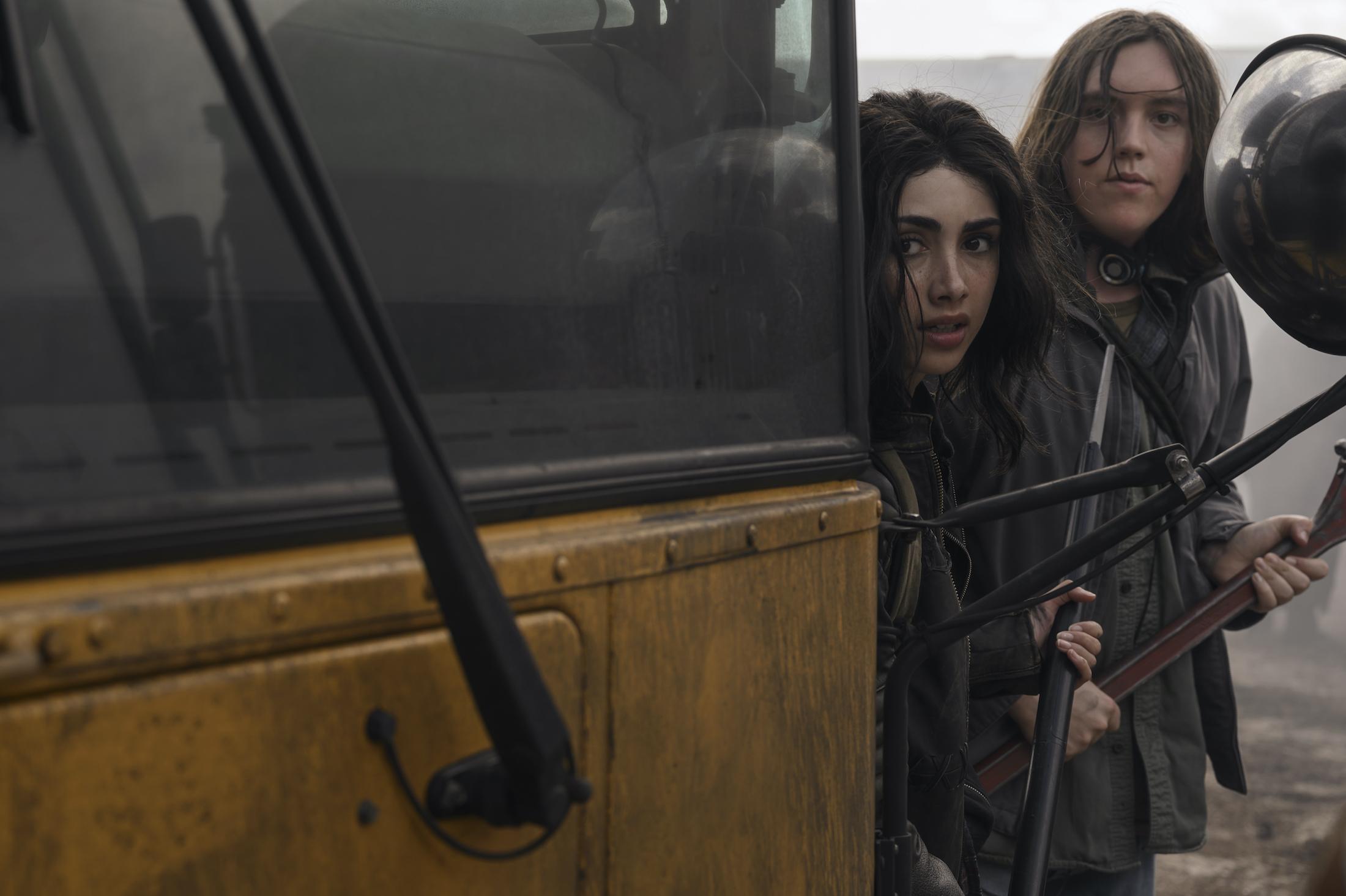 The Walking Dead - World Beyond: Hal Cumpston e Alexa Mansour in un'immagine dello spin-off