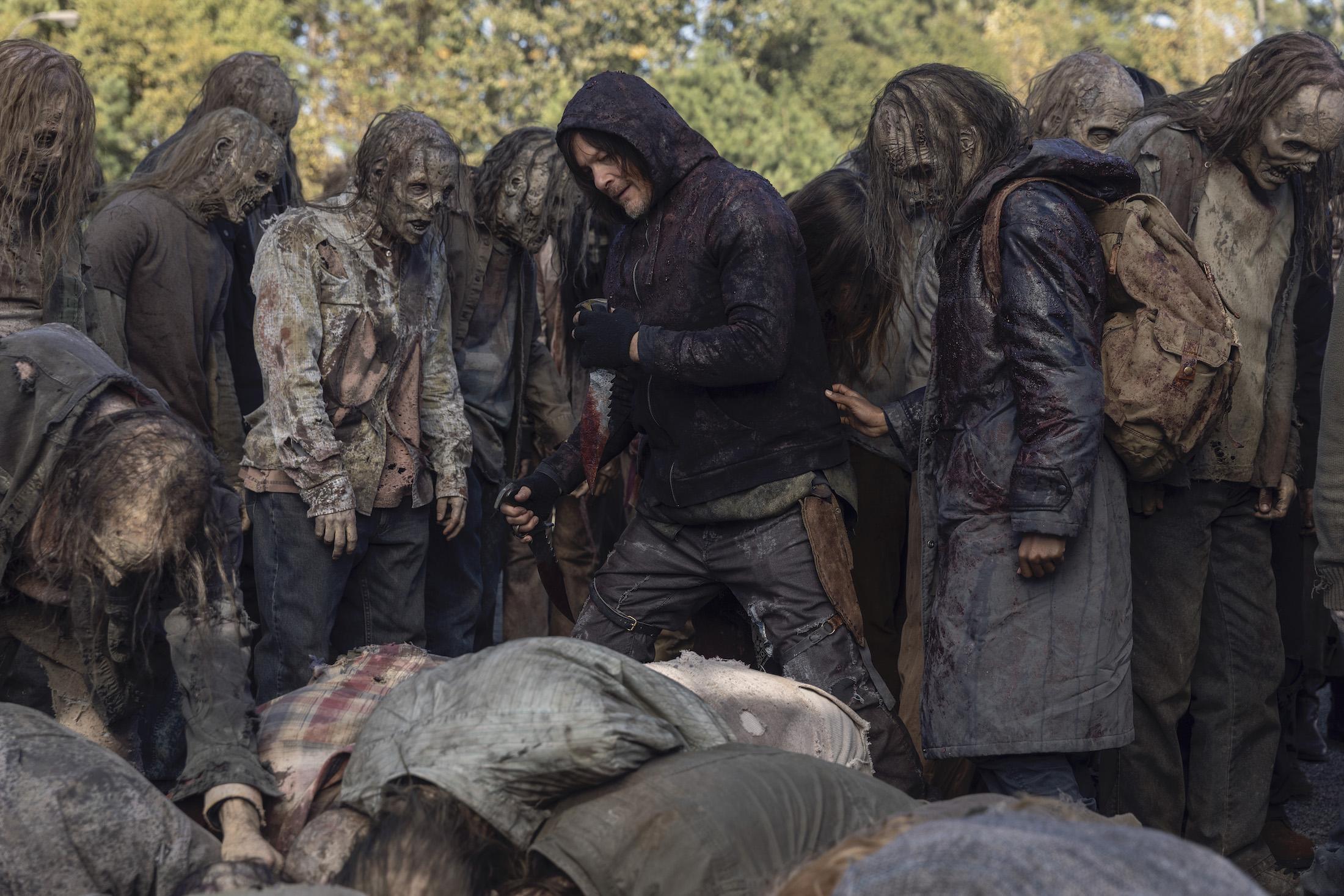The Walking Dead 10: Norman Reedus in una scena della decima stagione