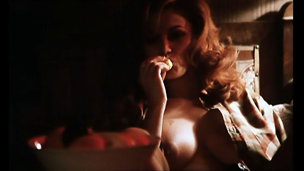 Serena Grandi in una scena sexy di Miranda