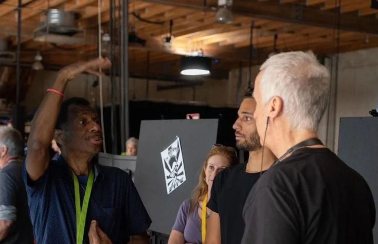 Avatar 2: James Csmeron impara il linguaggio dei segni Na'vi sul set