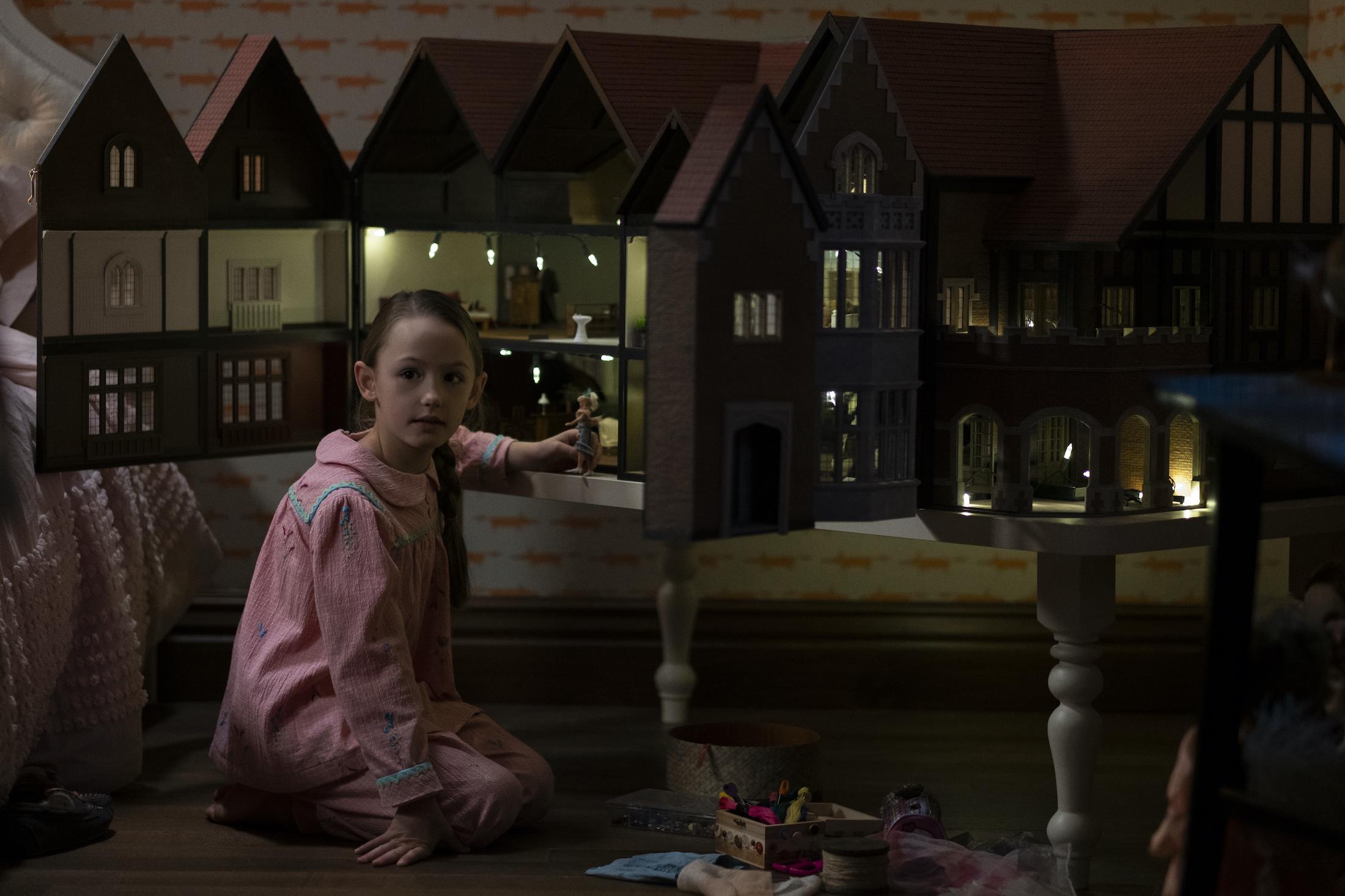 The Haunting of Bly Manor: Amelie Bea Smith in una scena della serie Netflix